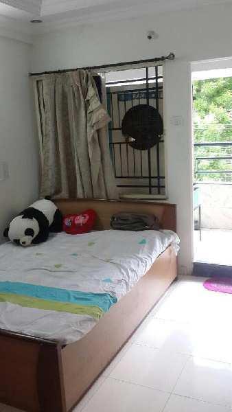 3 BHK flat for rent in laxmi nagar furnished