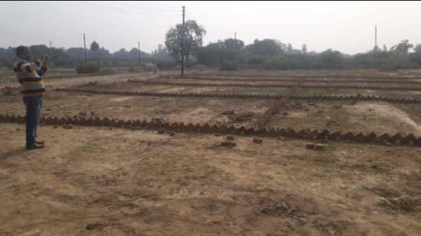 plot available for sell at kisan path near new jail road