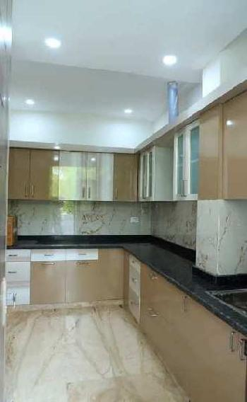 Ready to move excellent location 4bhk