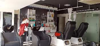 COMMERCIAL SPACE FOR SALOON
