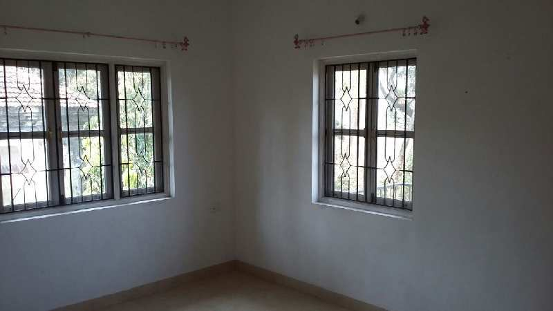 2 BHK Unfurnished flat for rent for bachelors