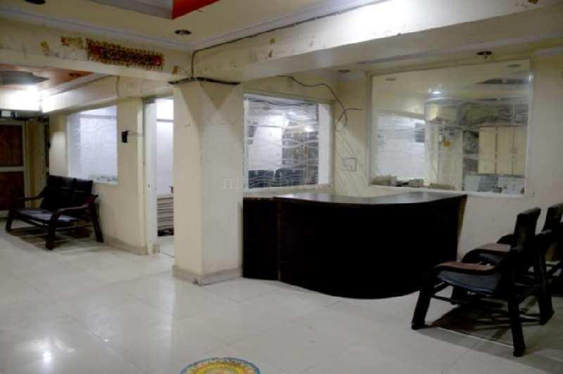 showroom  rent k liye