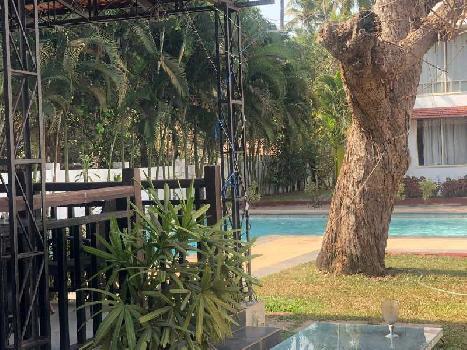 Independent row villa