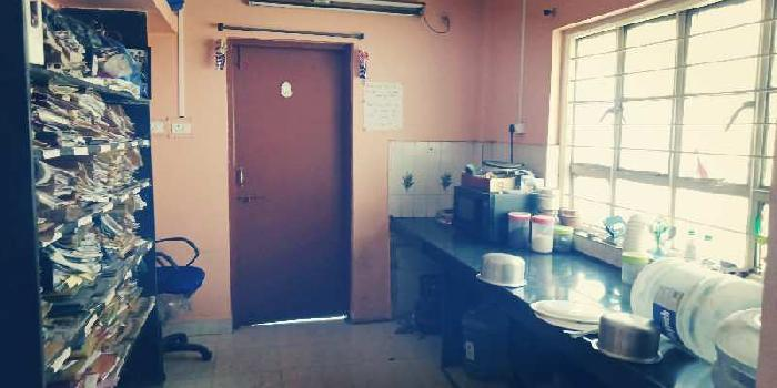 A WELL MAINTAINED 3 BHK FLAT FOR SALE AT VISHRANTWADI PUNEA well.ma