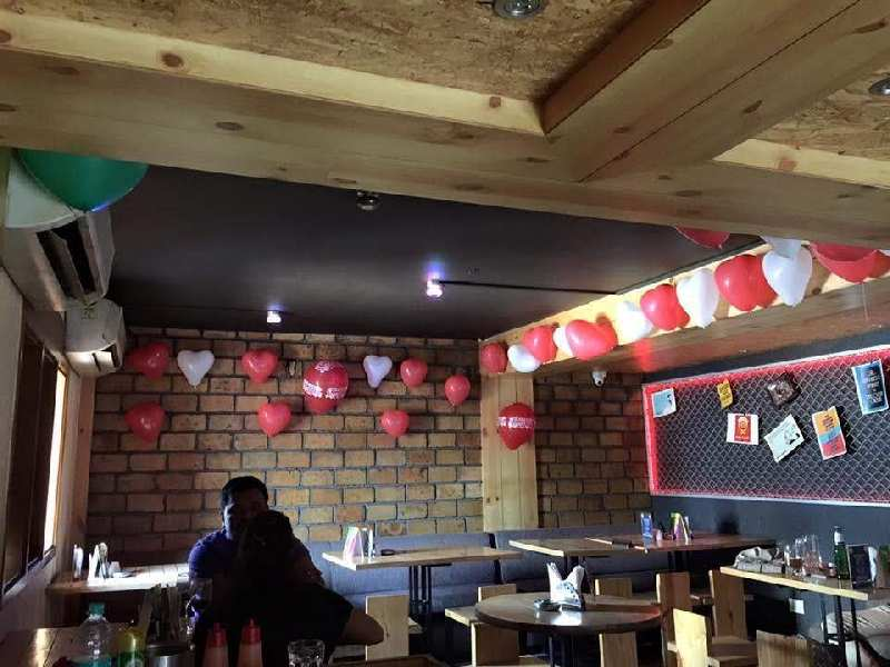 RUNNING RESTAURANT & BAR AVAILABLE ON RENT AT F C ROAD PUNE