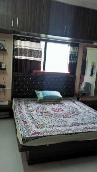 1ST FLOOR  2 BHK FULLY FURNISHED FLAT AT AGARKAR MALA NEW CONDITION
