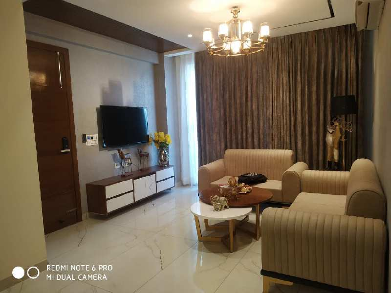 Luxury floor in heart of mohali with lift for people with taste.