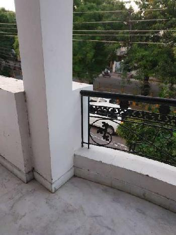 3 bhk semi furnished house in gomtinagar