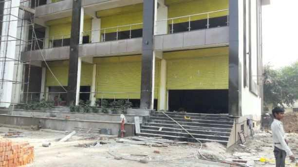 Showroom space at kanpur road opposite metro station