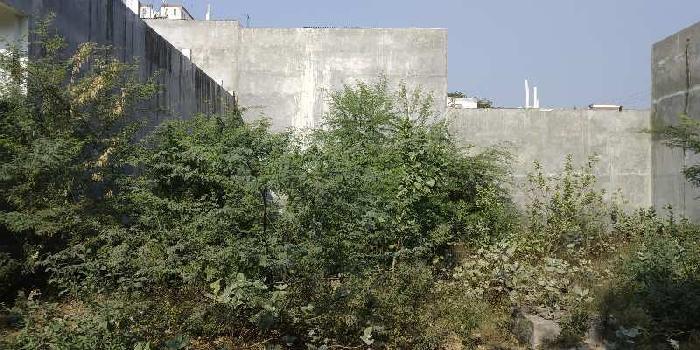 Plot for sale in ratan khand near LPC school ashiyana