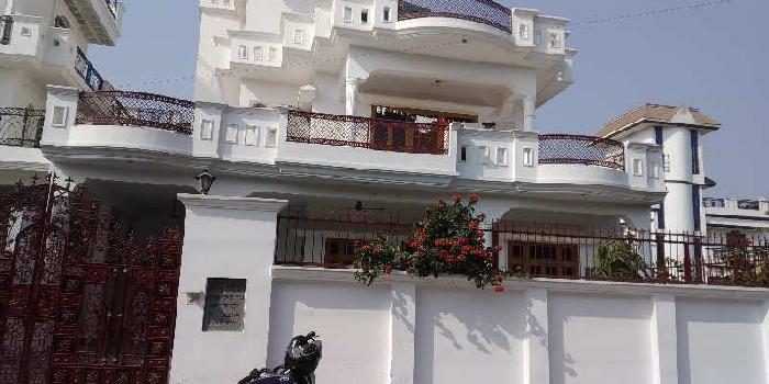 Semi furnished house in sector k ashiyana