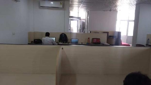 Hazratganj 1600sf commercial space for rent