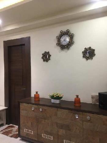 2 bhk flat for rent in hazratganj prime location