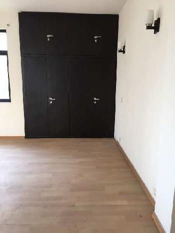 3BHK FLAT WITH 3 TOILET ARE AVAILABLE WALKING DISTANCE FROM METRO