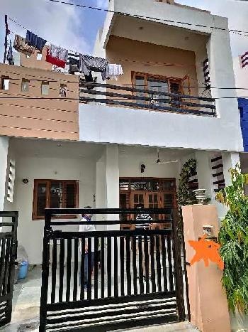 Very Spacious Independent Duplex Near Main Road
