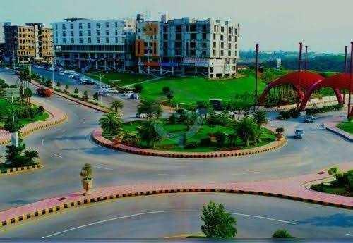 Hotel land