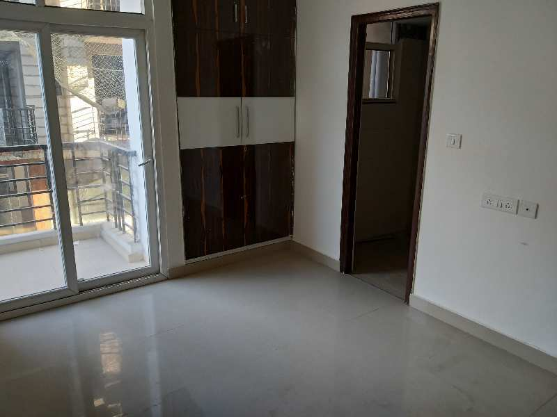 3BHK SEMIFURNISHED FLAT FOR RENT
