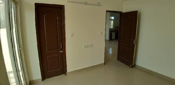 3BHK SEMIFURNISHED FLAT WITH SERVANT ROOM FOR RENT