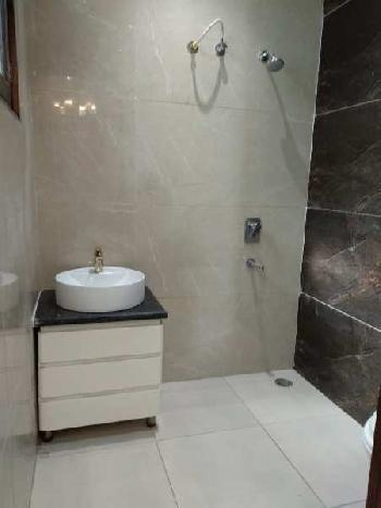 House for sale in sunny enclave near 200ft road