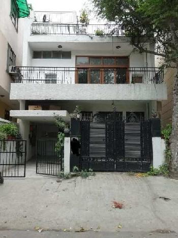2 BHK Flats & Apartments for Rent in Block C, Defence Colony, Delhi