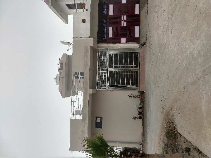 Ready to move villa cowered parking space
