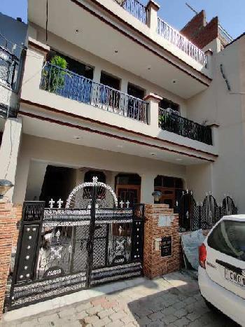 125sq Yard, 6BHK Tripal Story Old Kothi in Baltana Zirakpur