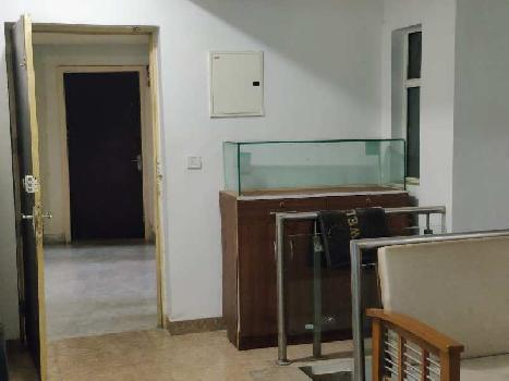 FULLY FURNISHED 4 BHK DUPLEX FLAT ON GROUND FLOOR IS AVAILABLE FOR SALE.