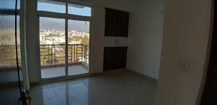 3 BHK &3 BEDROOMS ,KITCHEN+UTILITY  ,3TOILETS AND 3 BALCONIES AND SERVANT ROOM +ATTACH TOILET
