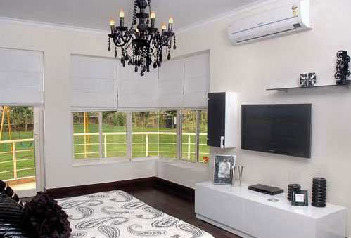 Spacious Flat in South Delhi in Budget