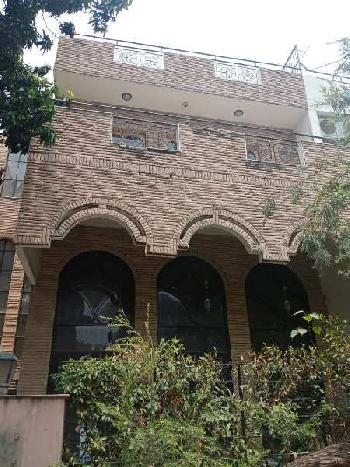 FOR SELL; 290 SQ YARD KOTHI FOR SALE IN NEW FRIENDS COLONY GOOD CONDITION AND LOCATION