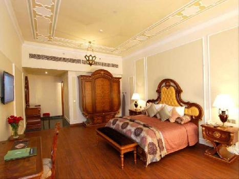 AGRA HOTELS NEAR TAJ MAHAL, EXTRAVAGANT SERVICES AND FACILITIES ARE A STANDARD AT THE HOTEL.