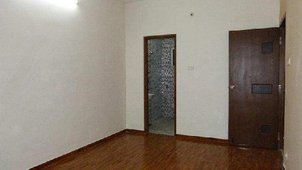 1200 Sq Ft Flat in Good Location