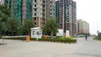 plot near sare homes springview heights NH 24 ghaziabad