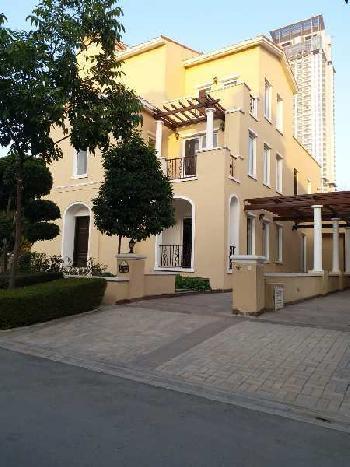 5 bhk Duplex villa in golf course extension