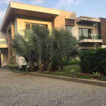 5 BHK Farm House for Rent in Radhey Mohan Drive, Delhi