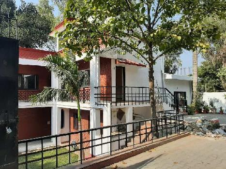 4BHK 600Yard Independent Kothi For Rent In Sainik Farm, South Delhi