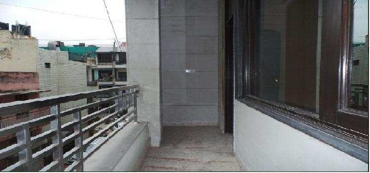 220 Sq. Yards Flats & Apartments for Pg in Polo Road, North Delhi
