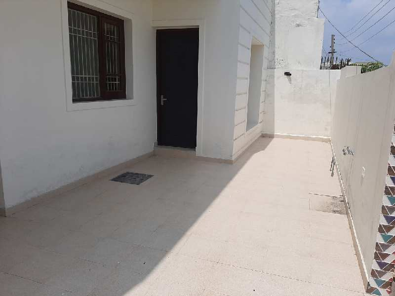 Great Deal 10 Marla 3 BHK Property in Gated Colony