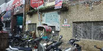 Showroom space in husainganj main road