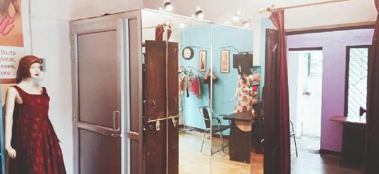 Running boutique shop in hajratganj