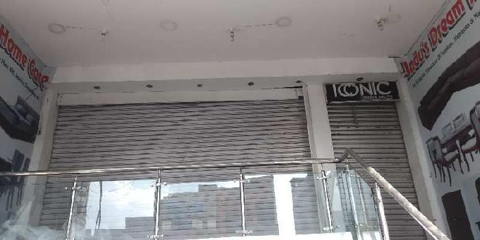 Showroom space in alambagh main road
