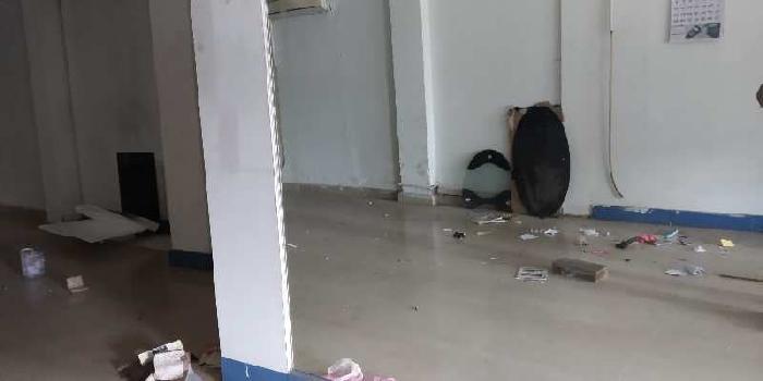 Showroom space in alambagh main road