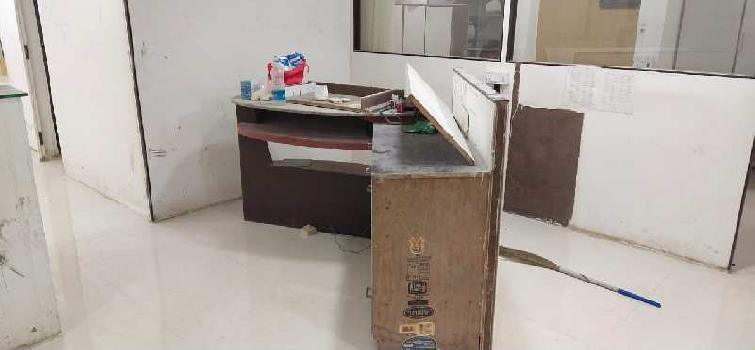Fully furnished office on lease in Alkapuri