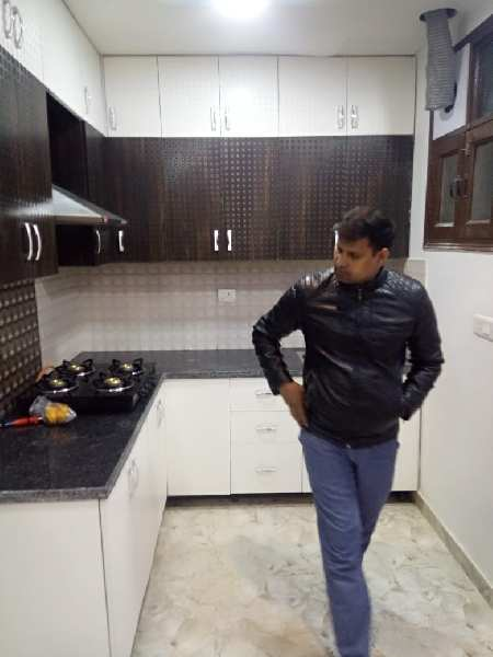 Builder floor for sale noida 44 2bhk.950 sqft 32 lac Ready to move property