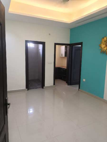 Buioder floor for sale Rzone homes noida 73 2bhk.825 sqft 22.50 Lac