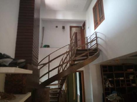 LUXURIOUS WELL FURNISHED MULTISTORY ROW HOUSE.