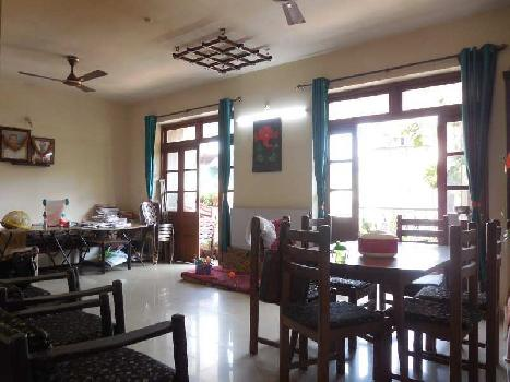 3 Bhk 160sqmt flat Semi-furnished for Sale in Caranzalem, North-Goa. (1.40Cr)