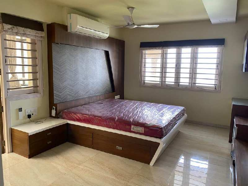 4 BHK Flats & Apartments for Rent in Bodakdev, Ahmedabad