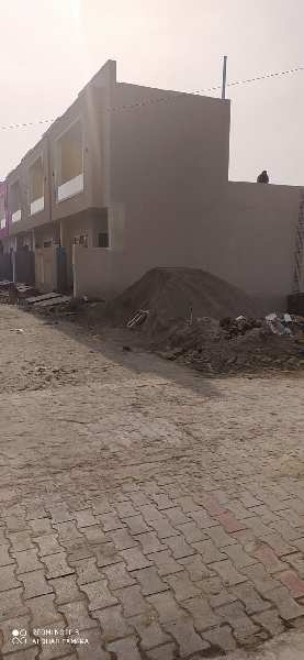 Corner plot 32x31.5 in Amrit Vihar