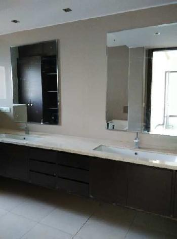 This is a 4 Bhk+ 2 servent room is available for rent in Dlf Aralias , Sector 42, gurgaon.